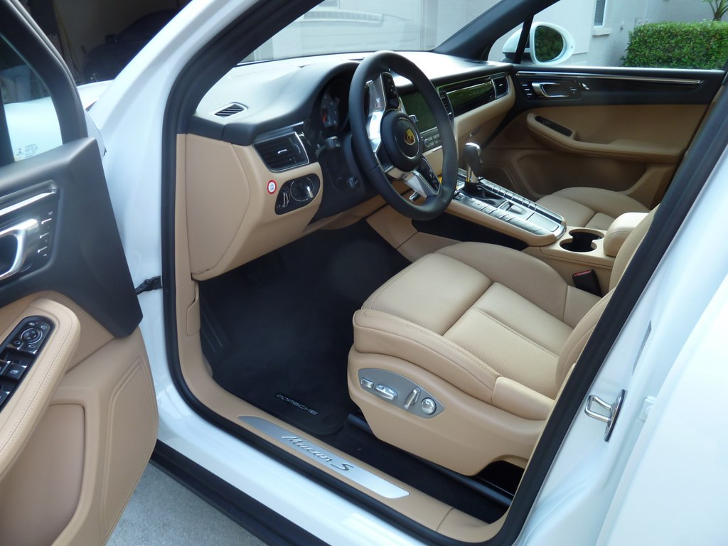 standard floor mats that come with car porsche macan forums. Black Bedroom Furniture Sets. Home Design Ideas