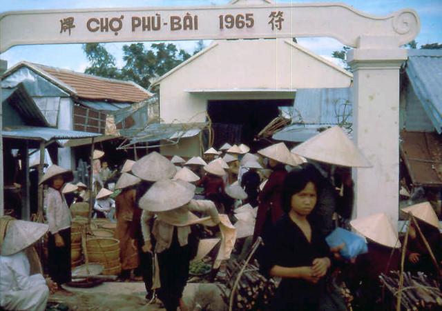 Phu Bai market place - Photo by Richard Cavagnol - CHỢ PHÙ BÀI