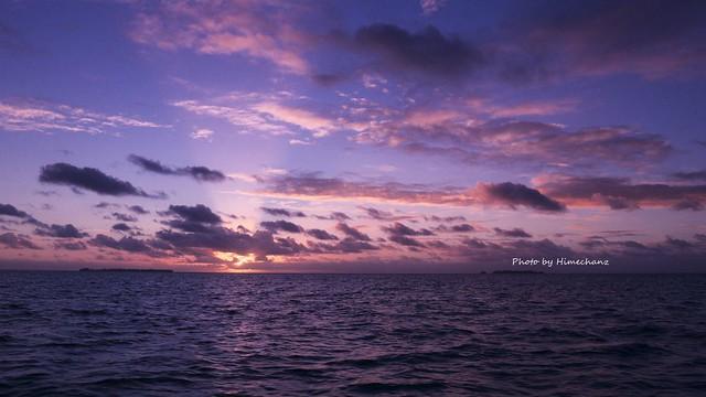 真っ暗な早朝に出航してしばらくすると夜が明け始めました♪