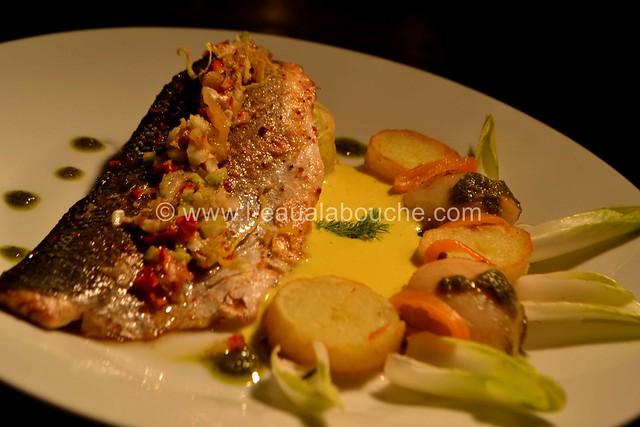 Bar Grillé sur Peau Nid d'Endive & de Fenouil Sauce aux Agrumes © Ana Luthi Tous droits réservés_60
