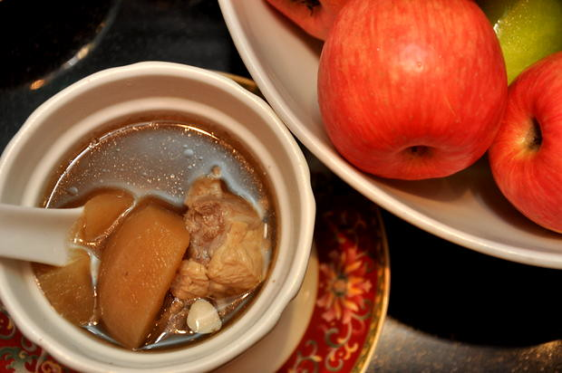 Double Boiled Spare Rib with Apple and Almond Soup 1