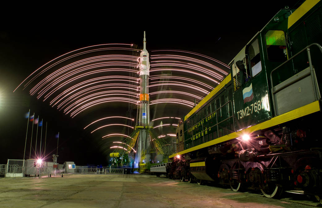Gantry Arms Close Around the Soyuz TMA-20M Spacecraft