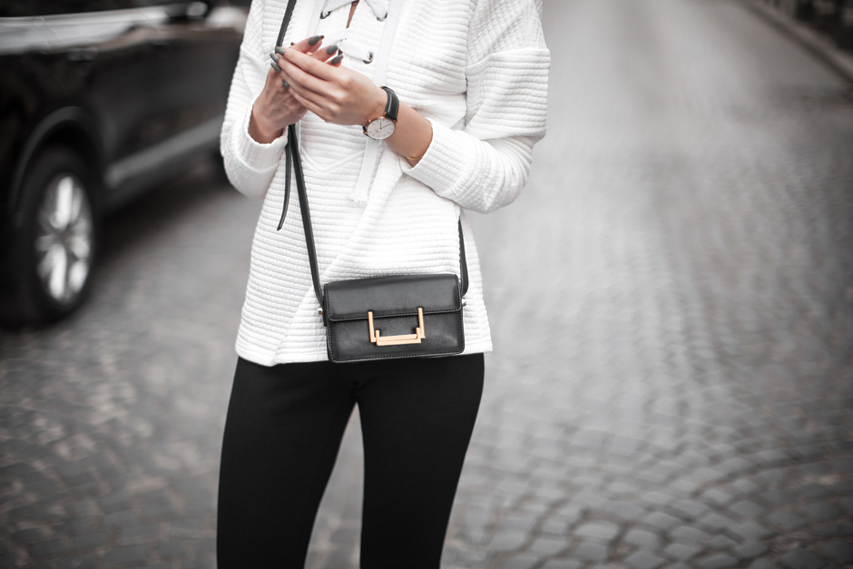 black-white-outfit-minimalism-fashion-blog