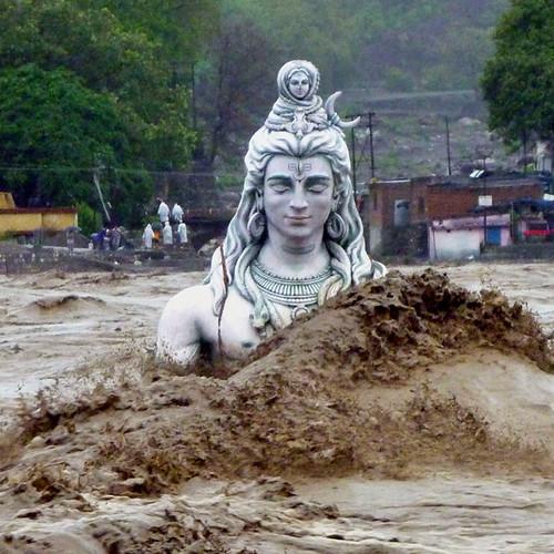 उत्तराखंड बाढ़ में ऋषिकेश का एक दृश्य