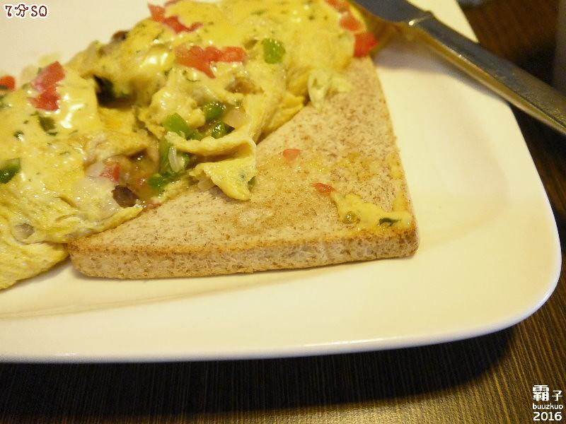 25704222112 780e689562 b - 7分SO美式廚房(朝富店),最愛的是美式蛋捲,早餐還有附上一杯滿滿果肉的奇異果汁。