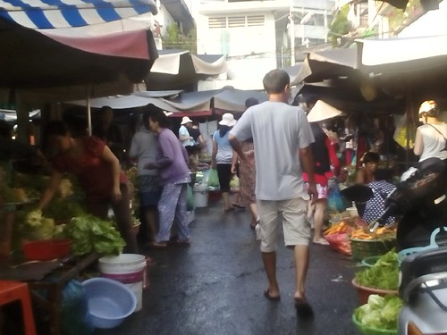 Nguyen Van Troi Market in the morning