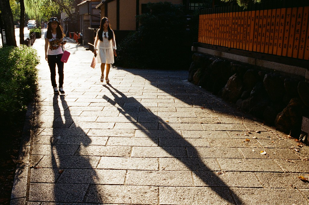 白川巽橋 Kyoto, Japan / Kodak ColorPlus / Nikon FM2 上次來京都的時候行程很匆忙,也沒辦法特別停下來拍照,這次可以完全隨意的旅行,就不用太過於擔心耽誤行程的問題。  位在白川的巽橋也是我想要拍的地方,但是即使是這次,我還是沒有拍到很滿意的畫面,反倒是周圍的景有很多很滿意的。  Nikon FM2 Nikon AI AF Nikkor 35mm F/2D Kodak ColorPlus ISO200 0991-0005 2015-09-28 Photo by Toomore