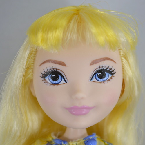 Epic Winter Blondie Lockes Doll