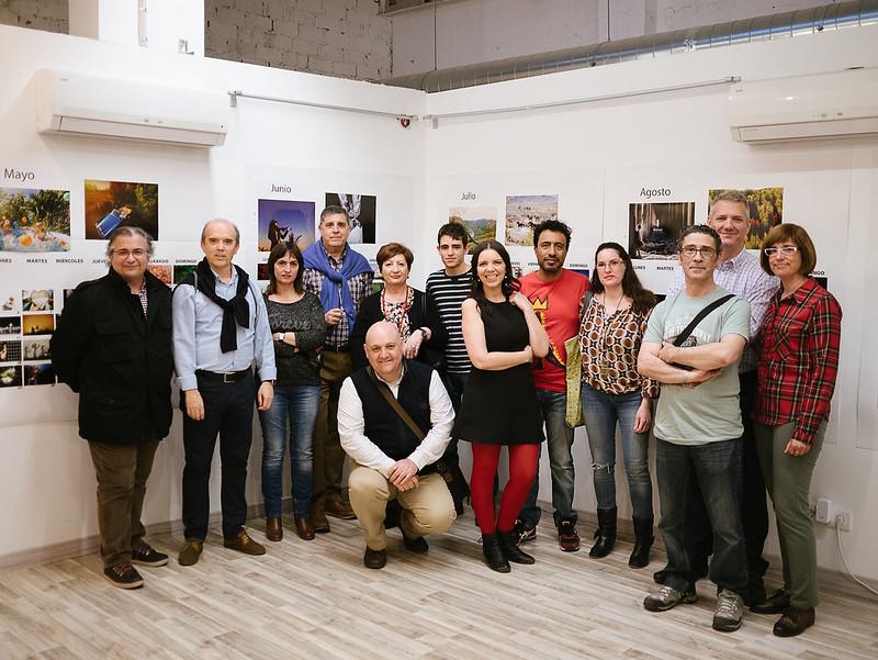 Foto de grupo visita expo Beatriz Pitarch