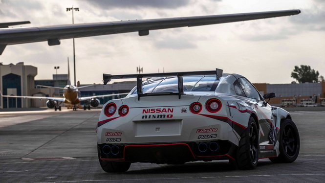 2016-nissan-gt-r-nismo-breaks-the-guinness-world-records-title-for-fastest-drift (2)