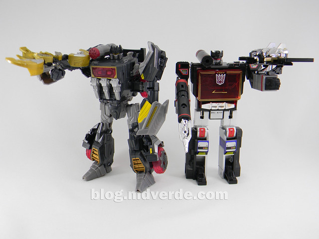Transformers Soundblaster Voyager - Generations Fall of Cybertron - modo robot vs G1