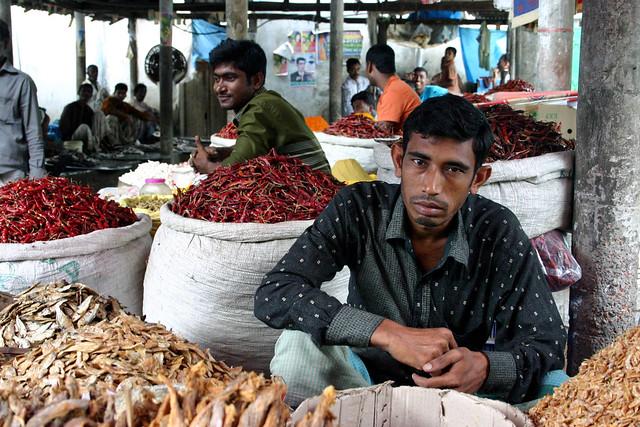 Chili vendors, Dhamrai, Bangladesh, Canon EOS DIGITAL REBEL, Canon 18.0-55.0 mm