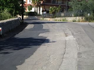 Esempio di ripristino di manto stradale su via Sammichele