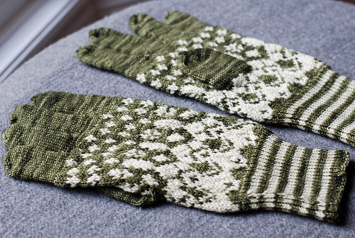 Stranded two-colour knitted gloves for adult man by irieknit
