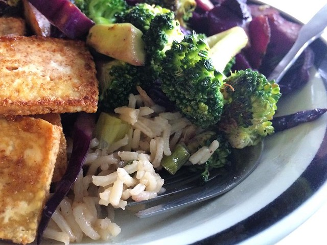 Broccoli, red cabbage, green onion, rice, and crispy fried tofu #supper #food #veggies