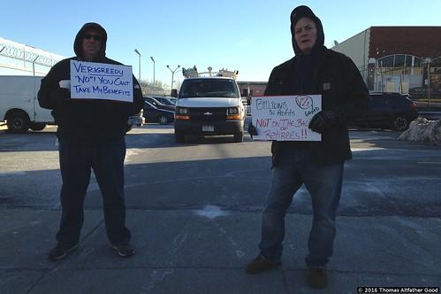 CWA Retirees Picket Verizon Garage (3)