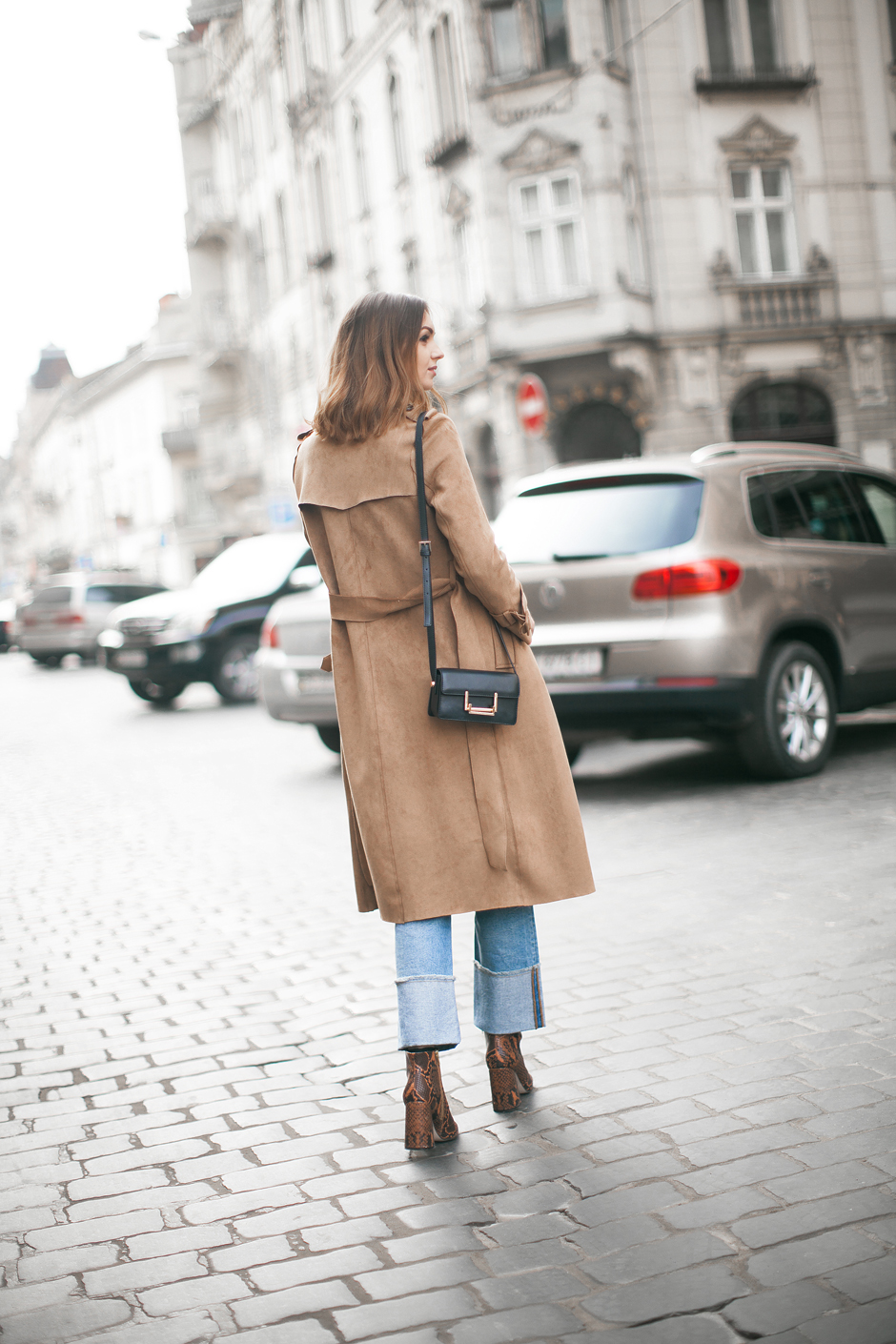 70s-suede-trench-coat-jacket-outfit-look
