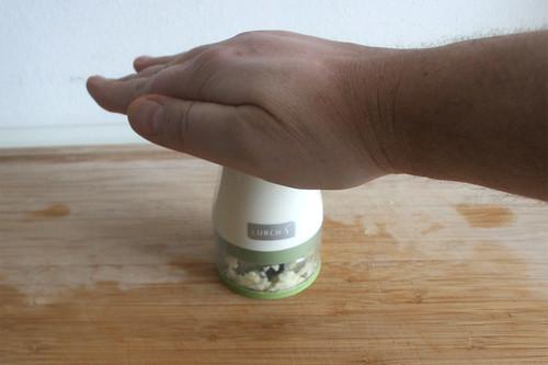 19 - Knoblauch zerkleinern / Mince garlic