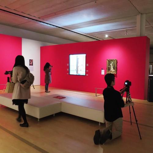 照明を落として写り込みを少なくし、しっかりがっつり撮影タイム。 #MB展 #polamuseum