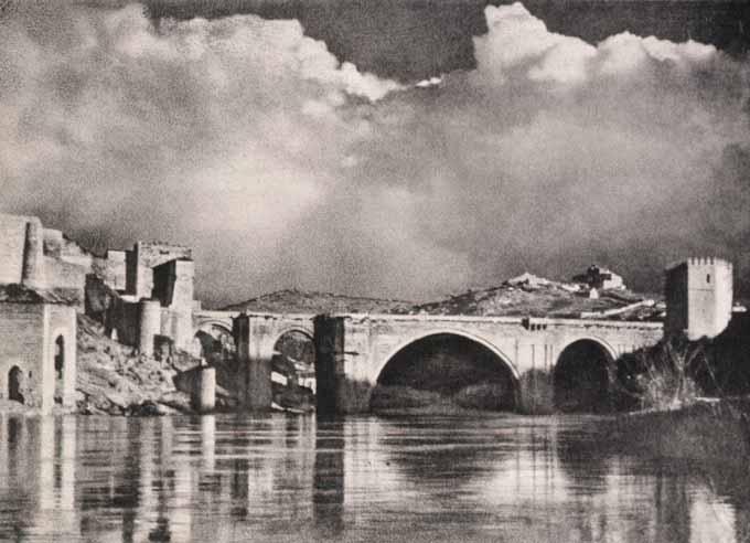 Puente de San Martín. Fotografía de José Ortíz Echagüe. Fondo Fotográfico de la Universidad de Navarra
