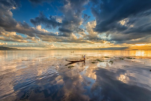 sunset sky lake reflection clouds landscape fisherman afternoon outdoor myanmar inlelake waterscape
