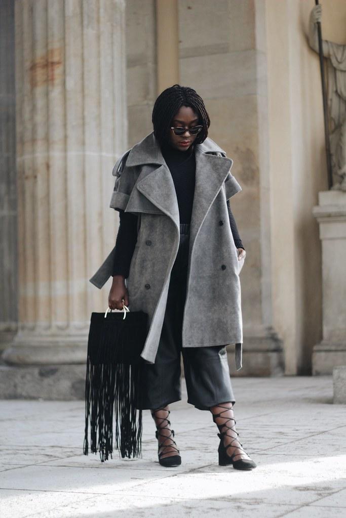 Lois Opoku fashion Week Streetstyle Grey Coat Leather culottes lisforlois