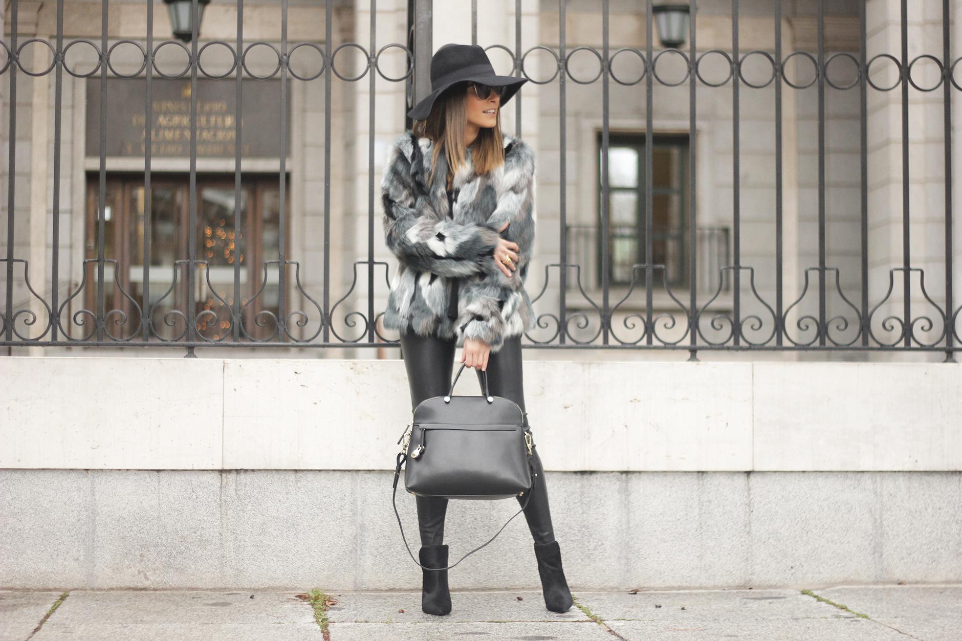 Faux fur coat leatherette pants booties black hat mango streetstyle fashion outfit14