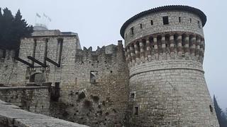 Imagine de Castello di Brescia. torre ponte castello brescia architettura bastione bandiere terrapieno torrione allaperto pontelevatoio brixia mesefebbraio