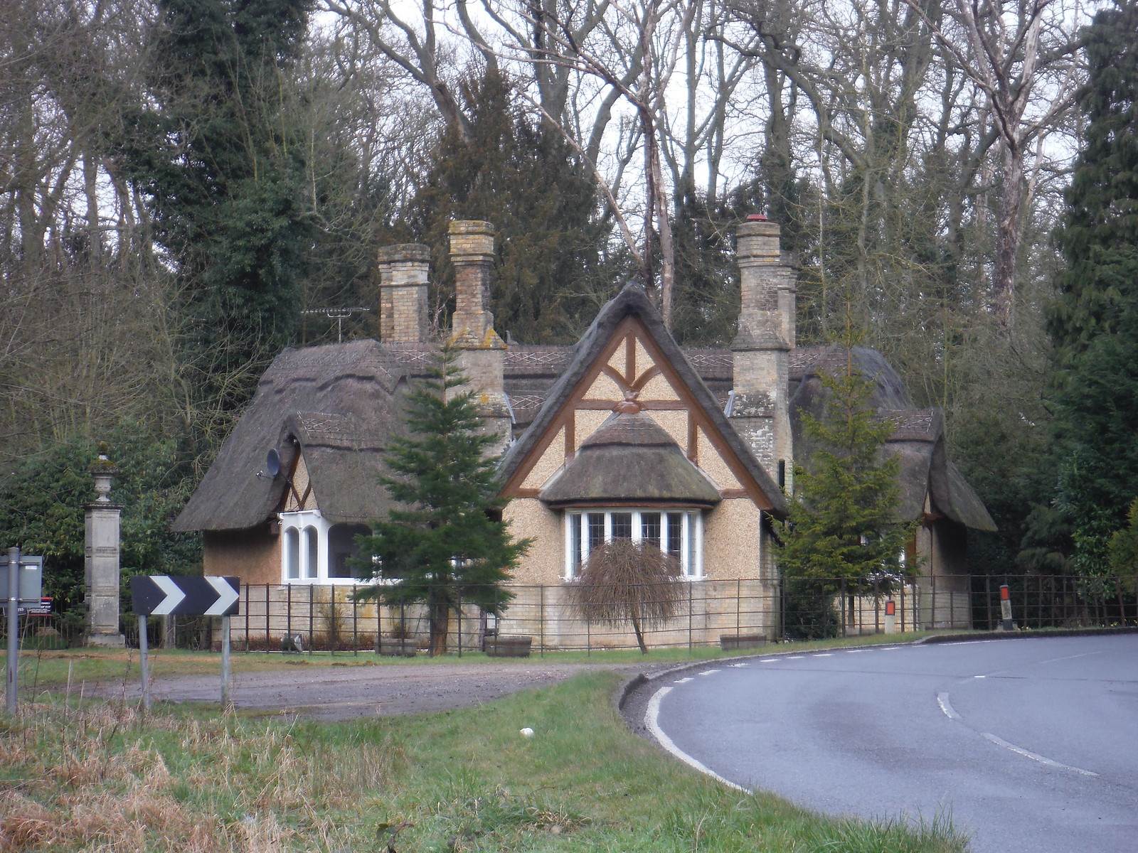 Lodge in Mentmore Park SWC Walk Cheddington to Leighton Buzzard