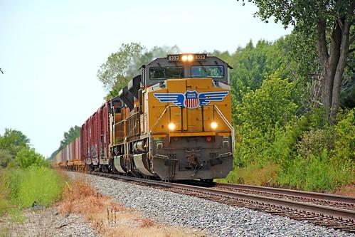 csx militarytrain csxtrains up8352 unionpacificmotivepower csxillinoissubdivision