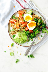 Quinoa salad with broccoli and lentils