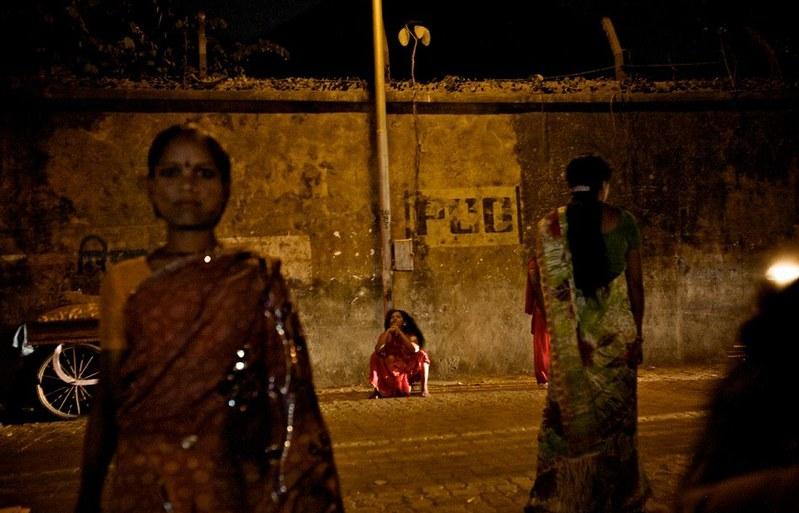 世界最大紅燈區—性暴力國度 孟買—傷痕累累的性工作者12