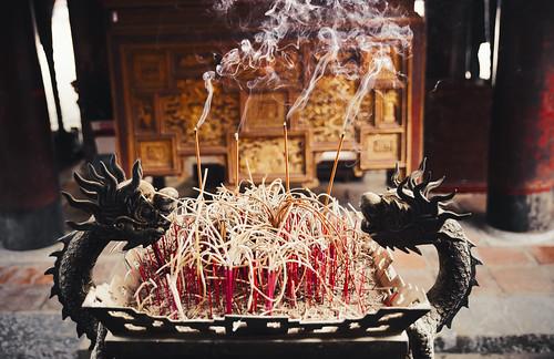 travel asia southeastasia spirit smoke culture vietnam confucius historical traveling spiritual hanoi templeofliterature josssticks historicalbuilding travelphotography incensestick templeofconfucius canon6d tamron2470mmf28 desomnis