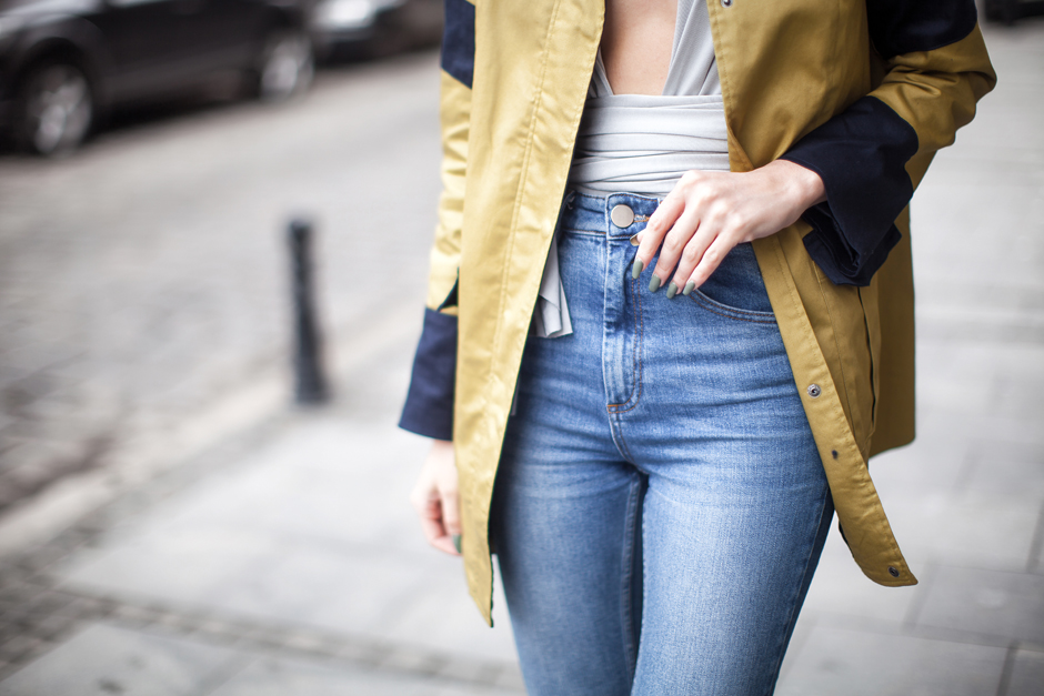 high-waisted-jeans-outfit-street-style