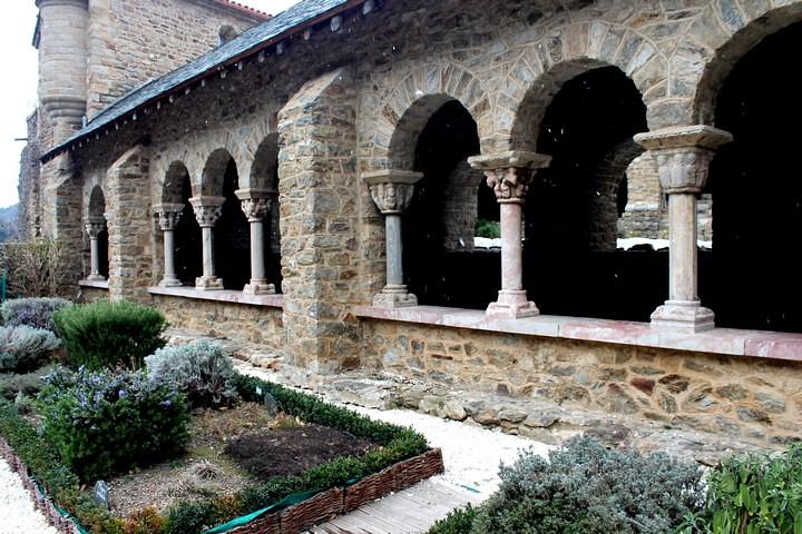 Claustro de Sant Martí del Canigó