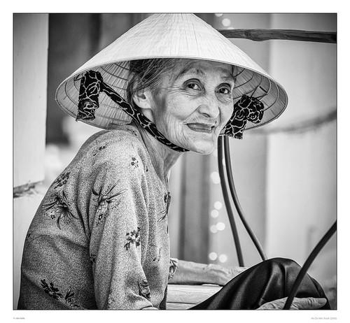 street portrait blackandwhite bw hat view pentax oldness streetphotography vietnam oldwoman hochimincity pentaxart pentaxk30 sdcfoto