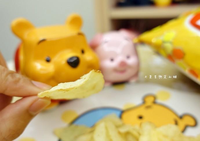 4 樂事 Lay's 蜂蜜奶油洋芋片,鹹鹹酸酸甜甜,一開就樂吃不疲的涮嘴好滋味!