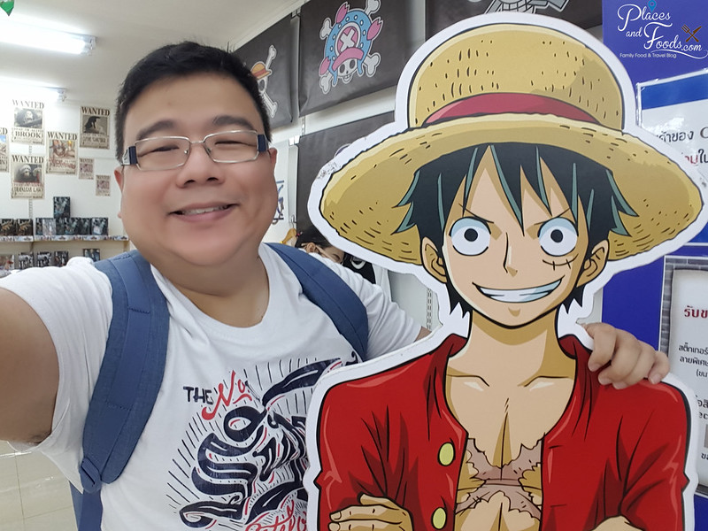 mbk animate bangkok one piece selfie