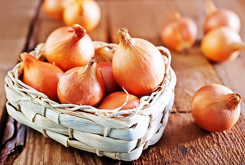 6 AMAZING WAYS TO USE ONIONS FOR HAIR GROWTH