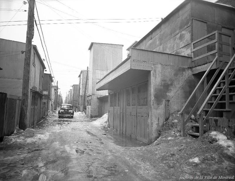 Scène du meurtre du sergent détective Henry Farmer, au 8418 Berri. - 17 mars 1944. VM095-Y-1-1-1-D1. Archives de la Ville de Montréal.