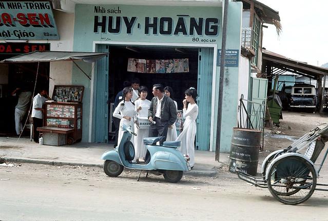 Nha Trang 1968 - Photo by Clare Love - Đường Độc Lập