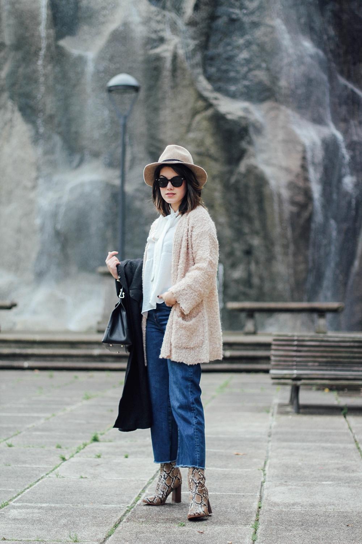 look con botines de serpiente y cropped jeans myblueberrynightsblog