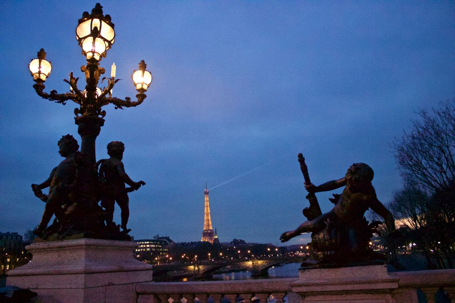 lara-vazquez-madlula-fashionblog-Paris-by-night-magical-France