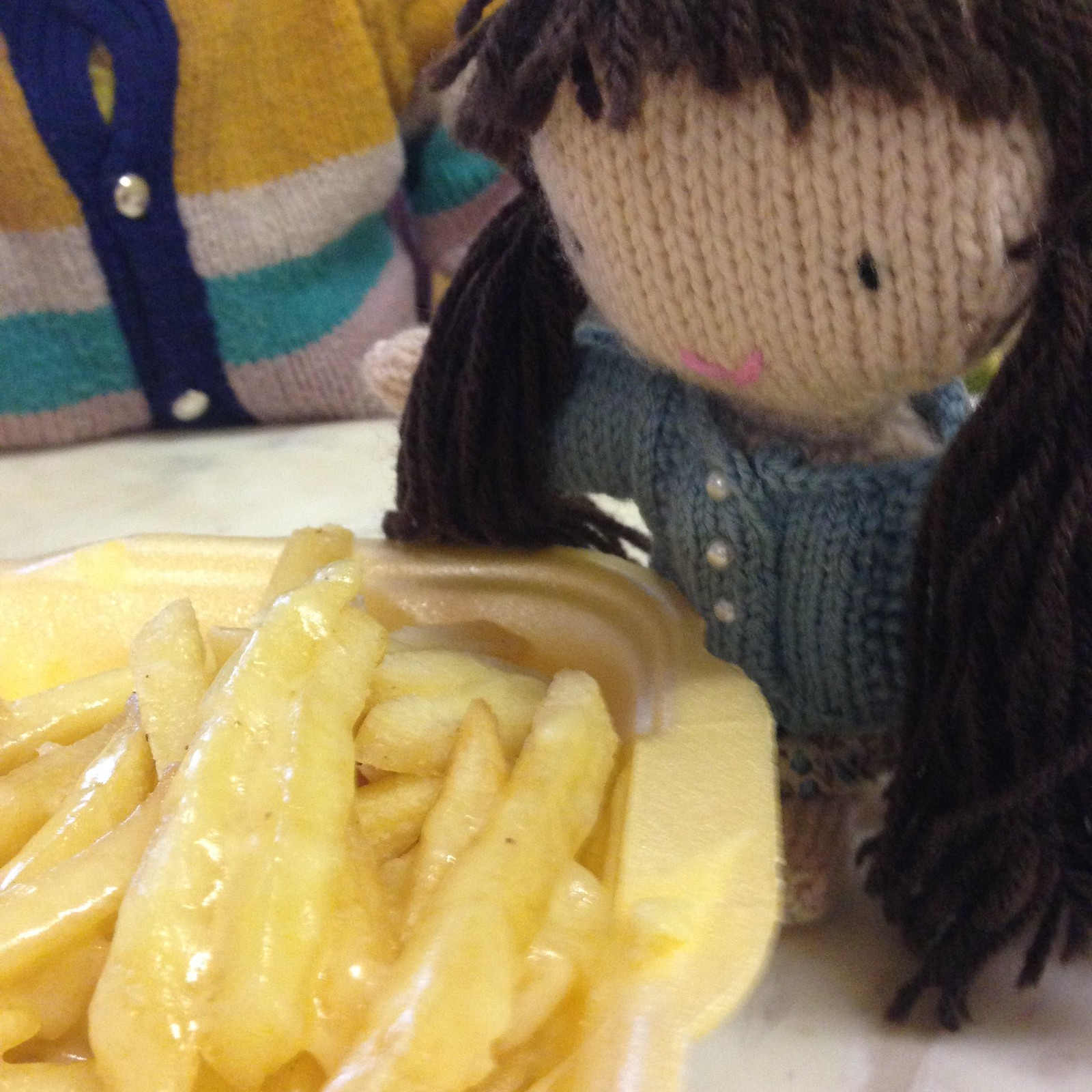 woolapple eating cheesy chips