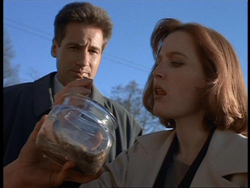 The X-Files - S02 - Humbug - 4