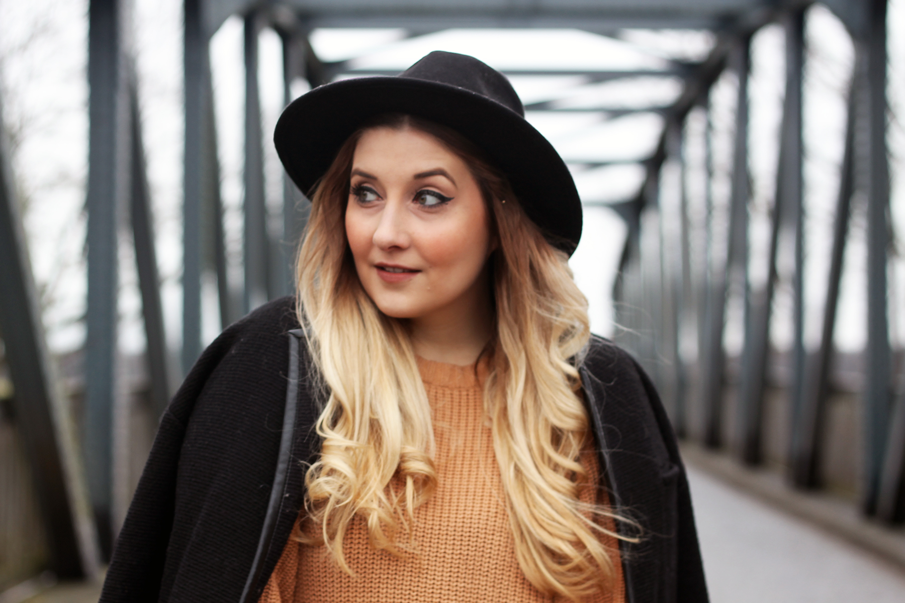 outfit-look-style-hut-fashionblog-modeblog-ombre-locken-glätteisen
