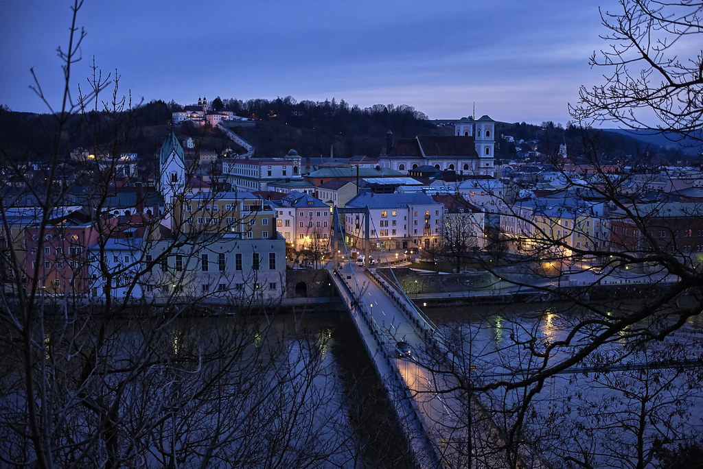 Abends über der Hängebrücke