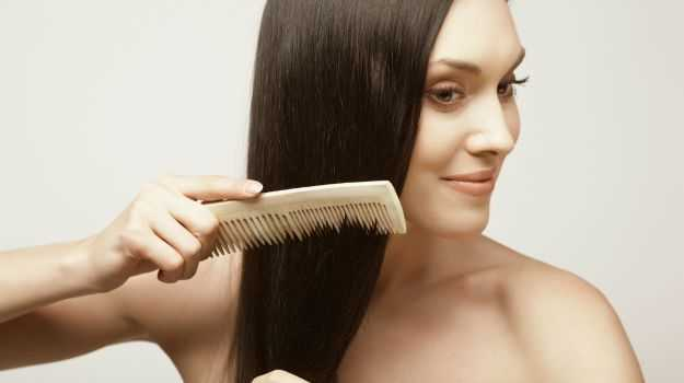mujer cuidando el cabello