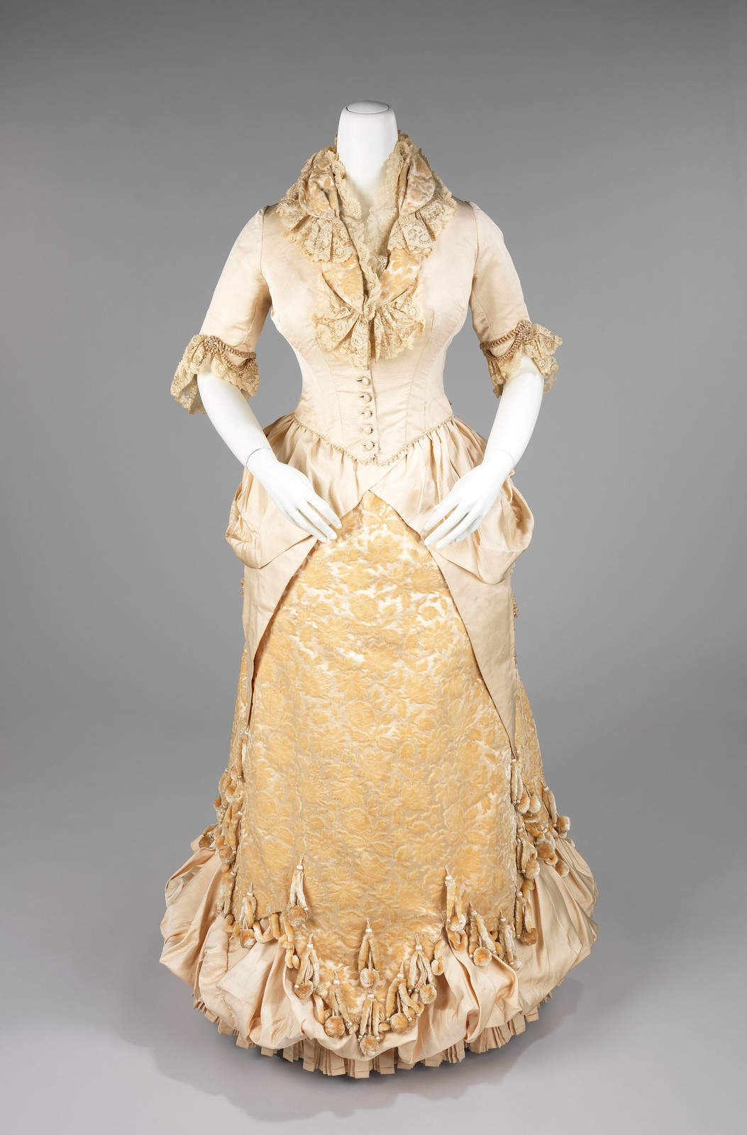 1885. American. Silk, linen. metmuseum