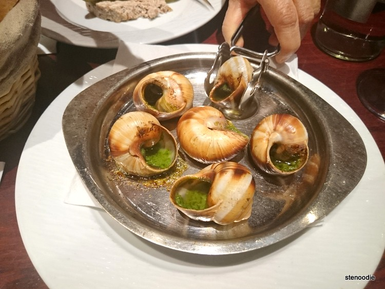 Tool holding escargot shell